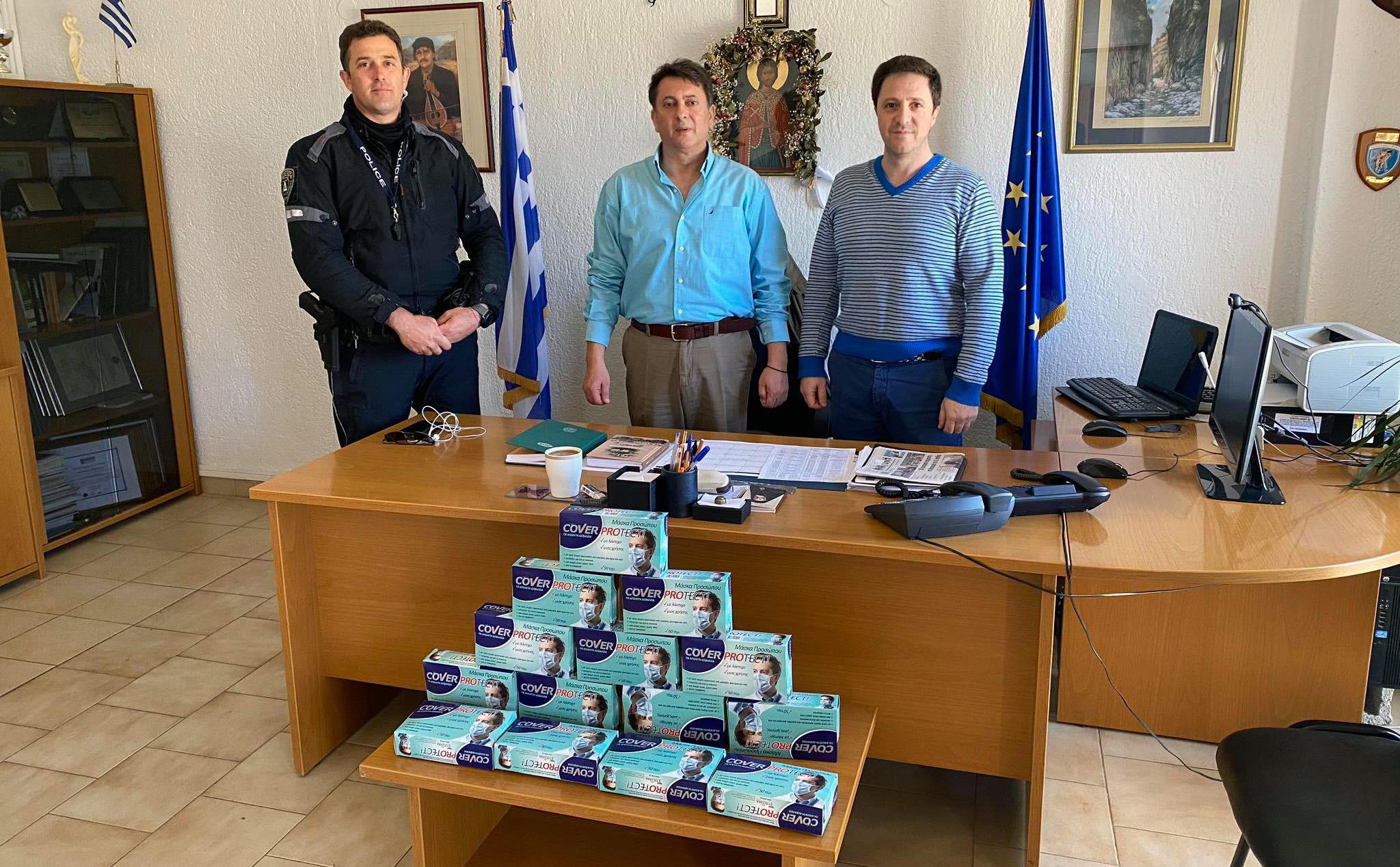 Προσφορά προστατευτικών μασκών στους Αστυνομικούς του Λασιθίου