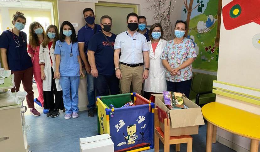 Προσφορά βιβλίων και παιχνιδιών στη Παιδιατρική κλινική του Νοσοκομείου Αγίου Νικολάου