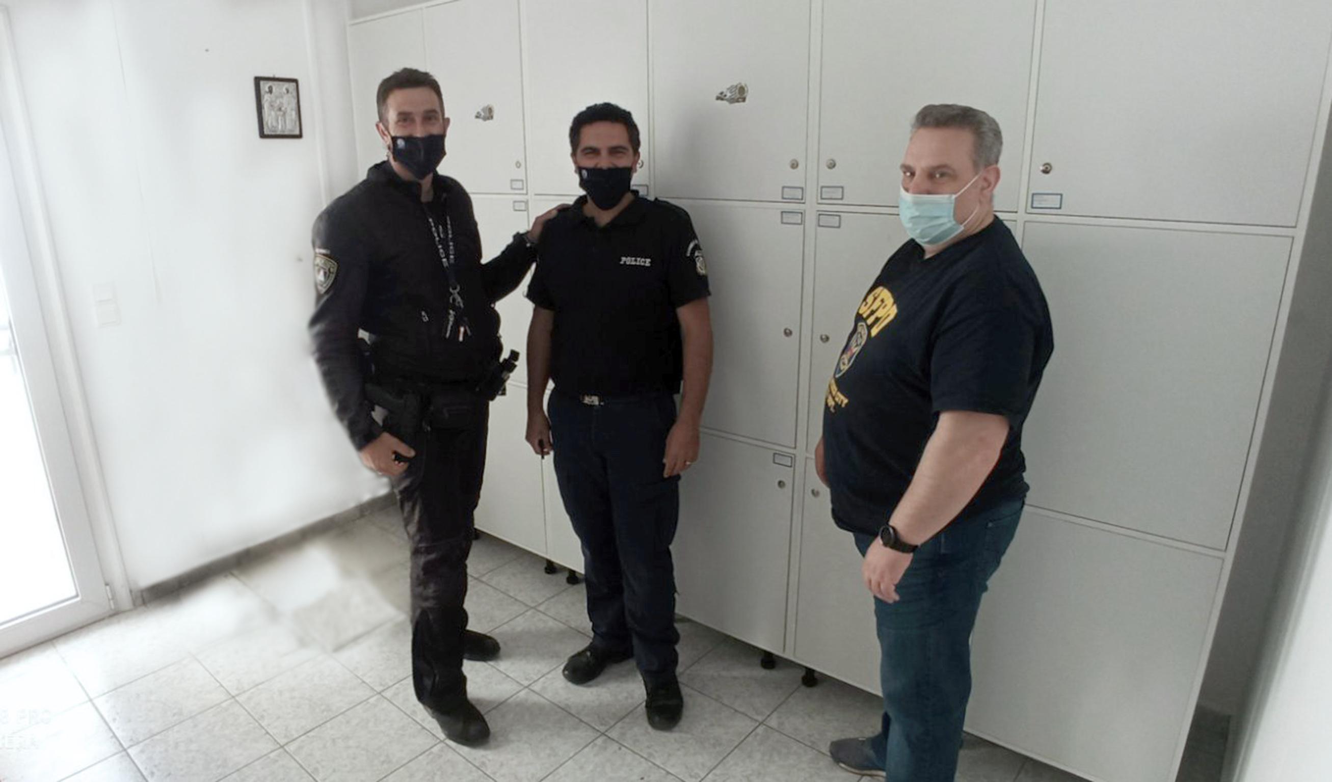 Δωρεά στο Αστυνομικό Τμήμα Αγίου Νικολάου για κατασκευή ερμαρίων